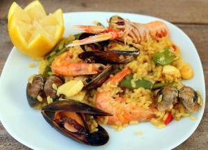 paella-de-marisco-1-966x700