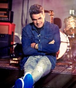 """ALEJANDRO SANZ- Su Nuevo Album """"Sirope"""" Cura hasta un Corazón Partío"""