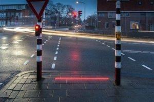 Semáforos en el suelo, la solución para zombies adictos al Smartphone